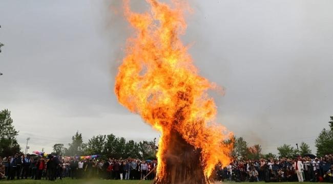 Edirne'de kakava ateşi sağnak yağmura rağmen yandı